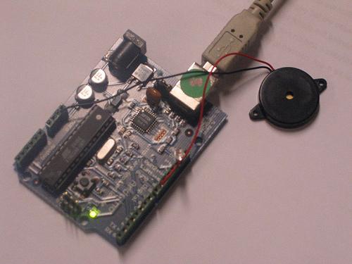 Montage d'un haut-parleur sur une carte Arduino